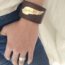 Load image into Gallery viewer, Leather Bracelet with Saying Faith > Fear- Leather Cuff Bracelet for Women