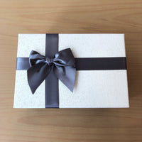 Grey Ribbon Gift Box (Size: Medium)