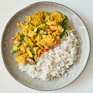 Ovenschotel Thaise gele curry kip (€ 6,75 p.p.)
