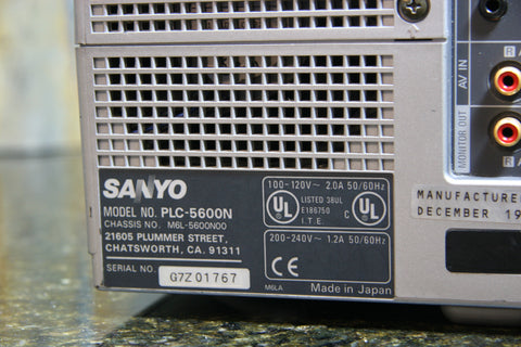 SANYO PLC-5600N LCD Projector Bright Picture Needs Cleaning Fast Free Shipping