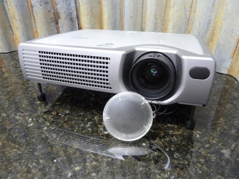 Hitachi ED-S3170A LCD Projector Being Sold For Parts Or Repair Powers On No Lamp