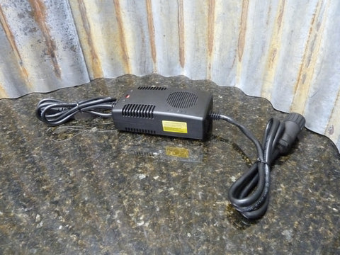LiFeP04 10 Amp 12 Volt 4 Pin Battery Charger Excellent Condition Free Shipping