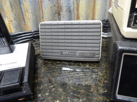 GE Phoenix SX UHF Radio 869-894mHz Shure Microphone & GE Power Supply Included