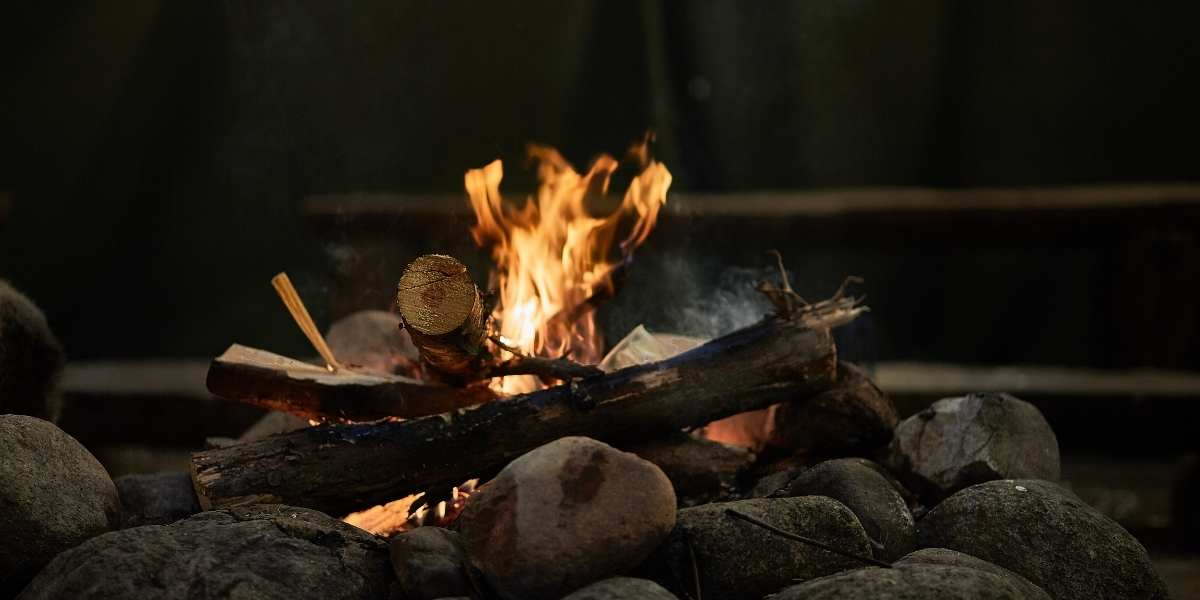 campfire wood set up in tee pee formation good for cooking paella recipes and dishes