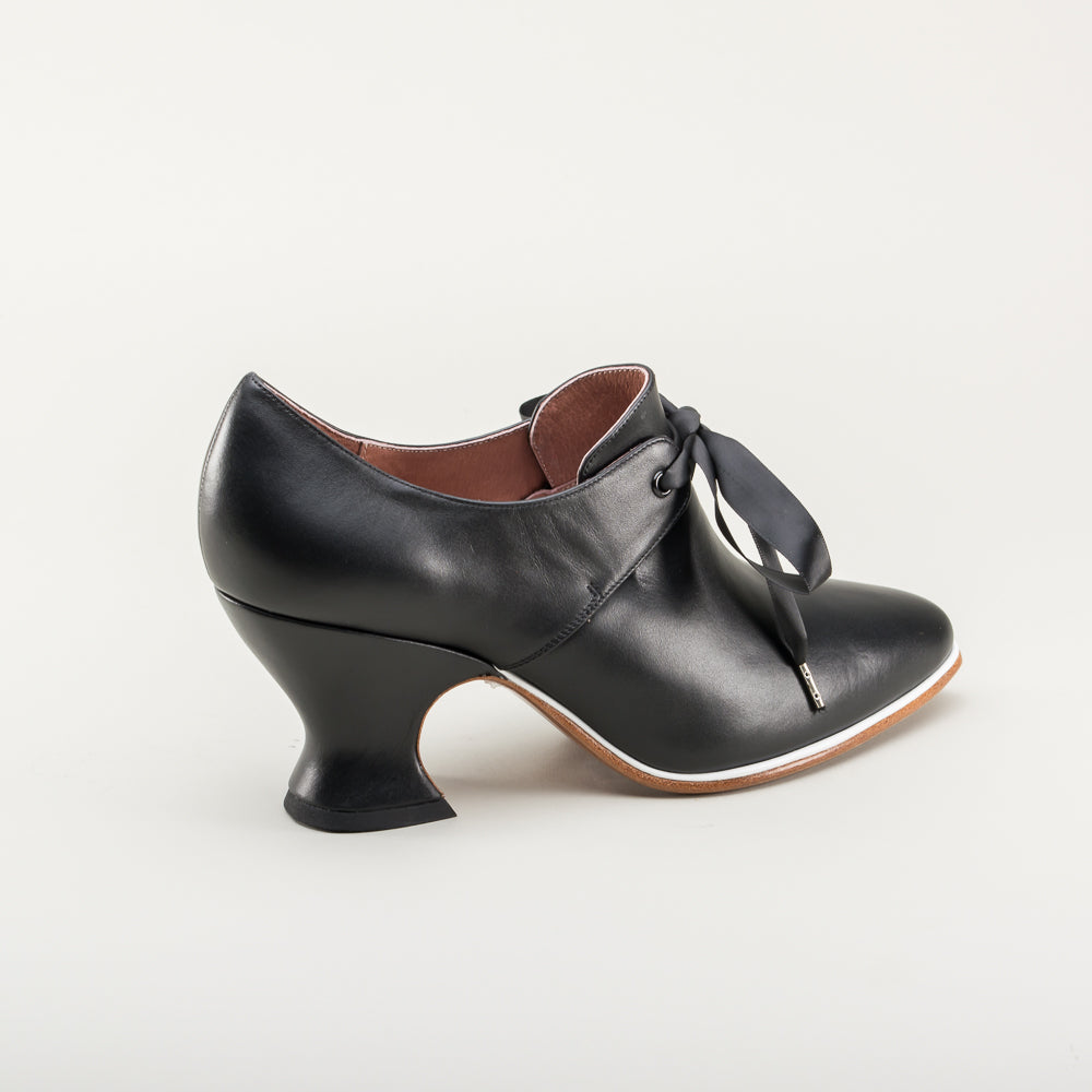 PRE-ORDER Pompadour Leather 18th Century Shoes (Black)(1680-1760)