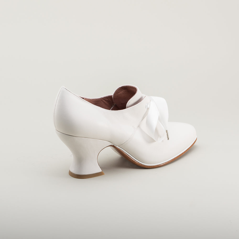 Pompadour Leather 18th Century Shoes (Ivory)(1680-1760)