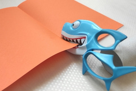 Cutting the paper with Sharkszors