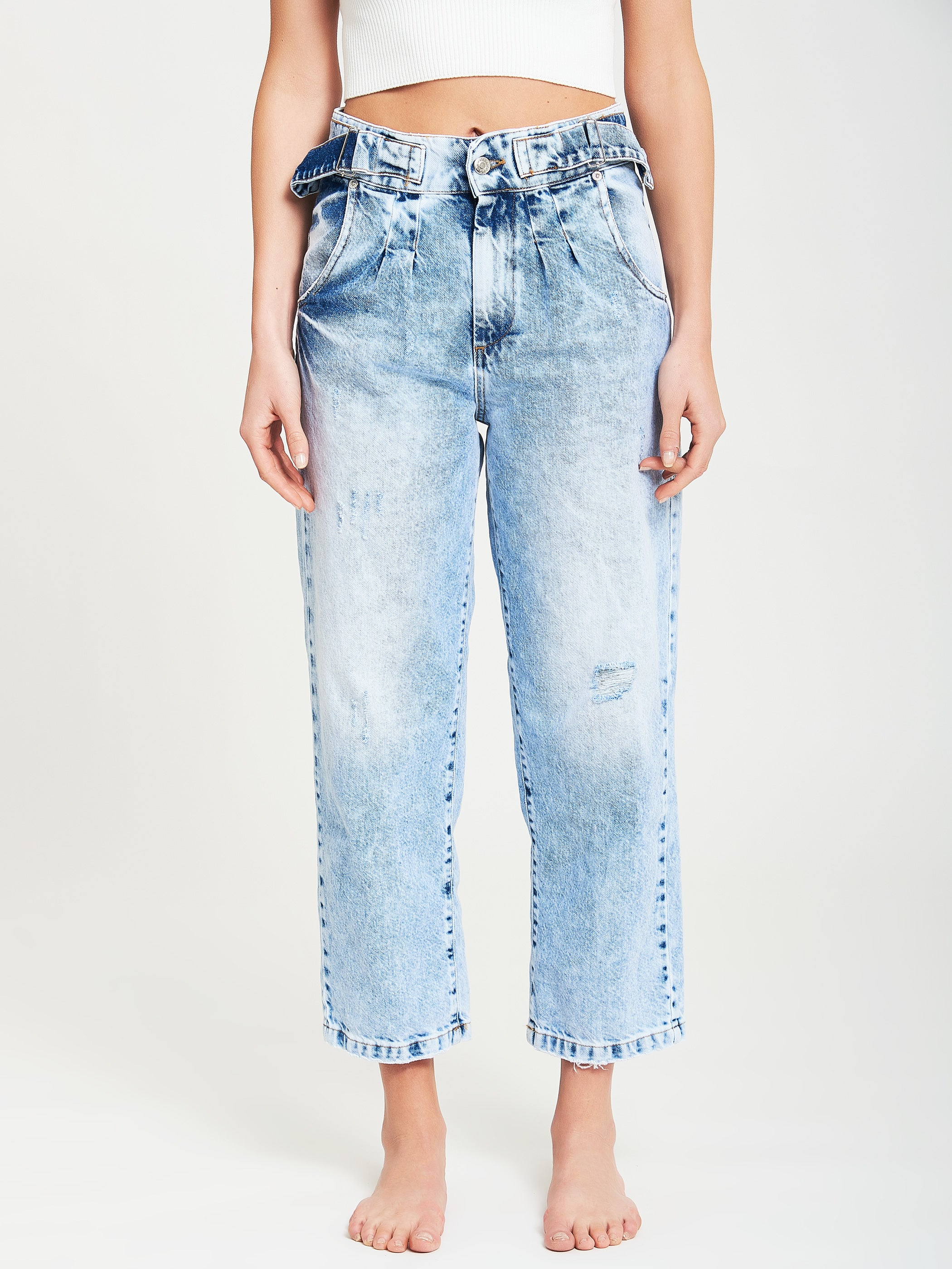 Relaxed jeans with appliqués
