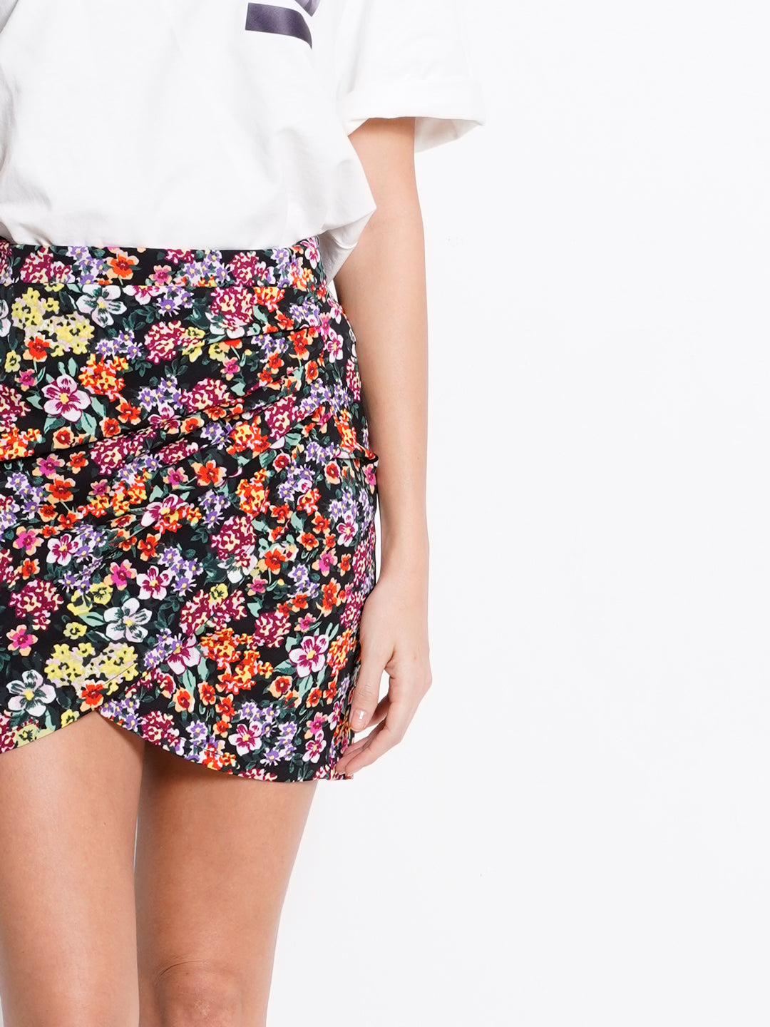 Women Floral Short Skirt With Slit - Black - OHH20F2238