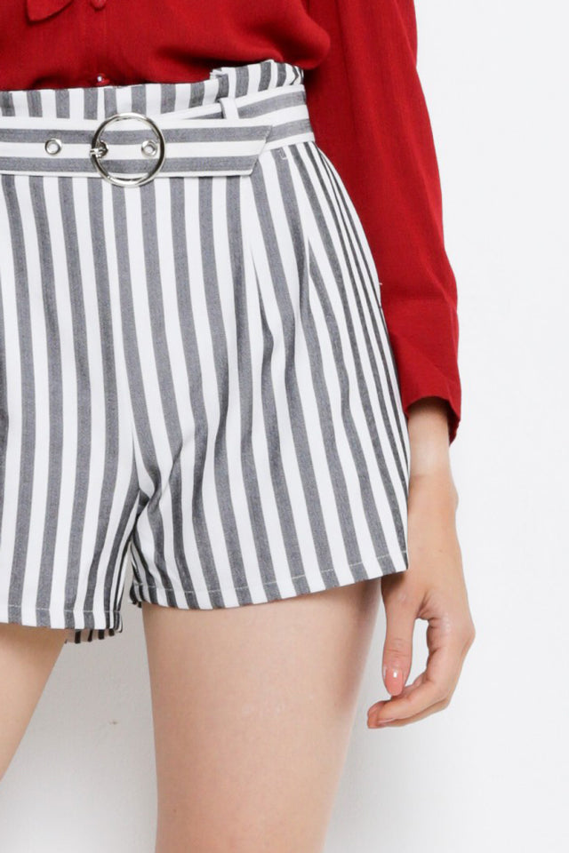 Women Stripe Adjusted Buckle Belt Short Pants - Black - MDH9F1975