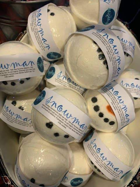 Fizz Bizz LLC - Snowman Holiday Bath Bomb