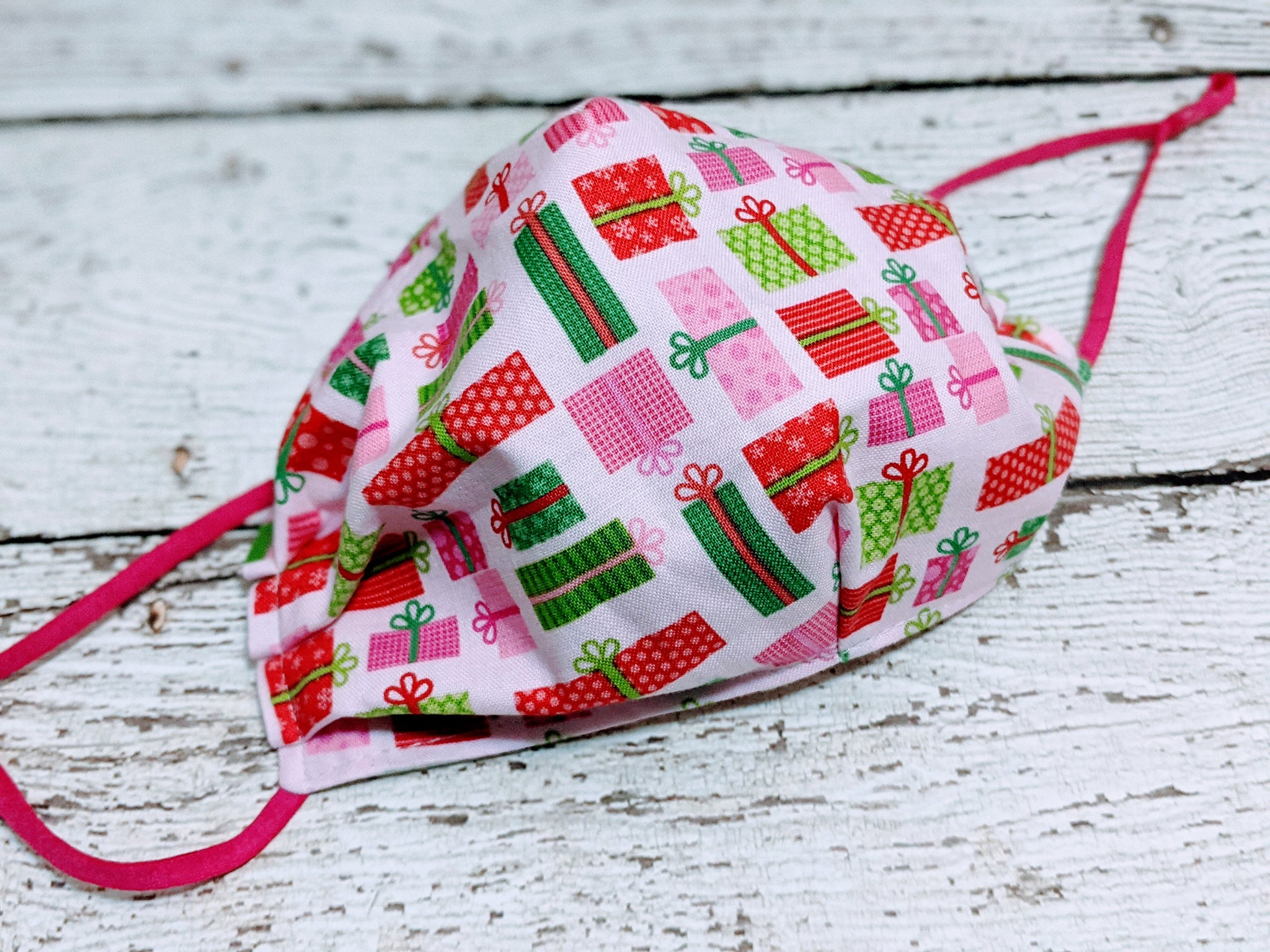 Semi-Fitted Mask - Regular - Presents on Pink