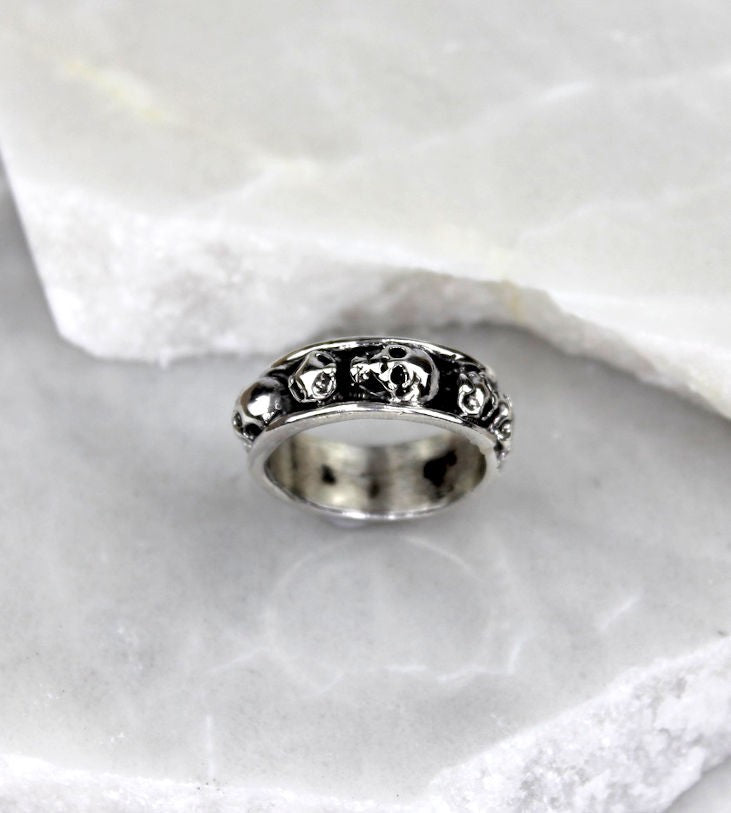 MEXICAN MADE SILVER BAND RING W/SKULLS