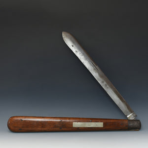 Exhibition-size Pocket Knife