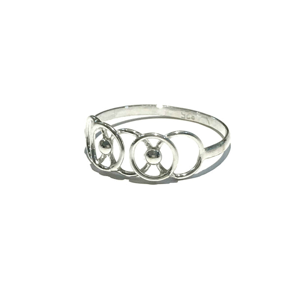 Linked Circles Ring | Sterling Silver Size 5 6 7 8 9 | Light Years