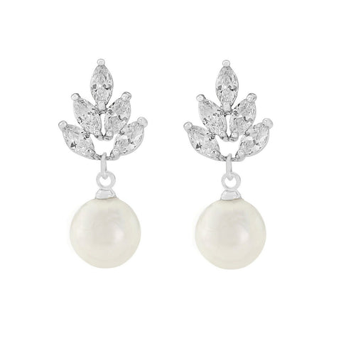 Graceful crystal and pearl earrings with silver finish