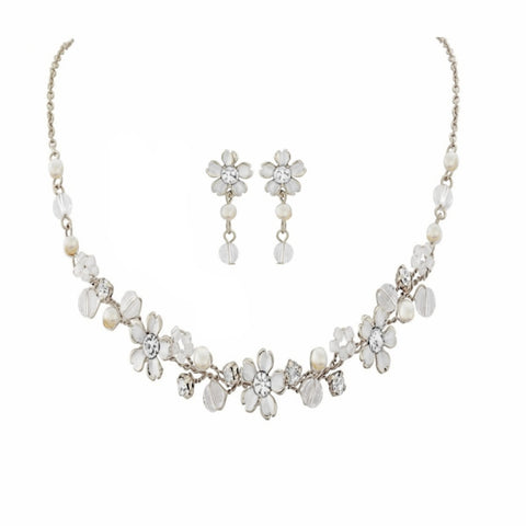 Necklace and earrings set made with high quality crystals, ivory pearls and pretty ivory flowers, the necklace is adjustable, the earrings have a drop of 3cm