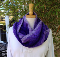 Wavy Lace Moebius Cowl