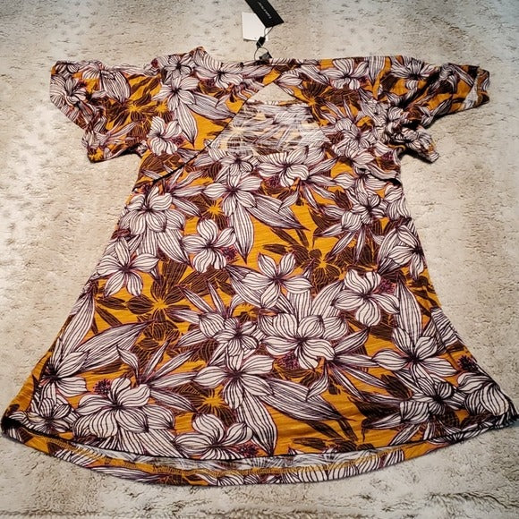 NWT Cable & Gauge Short Flutter Sleeve Open Back Tee Size S