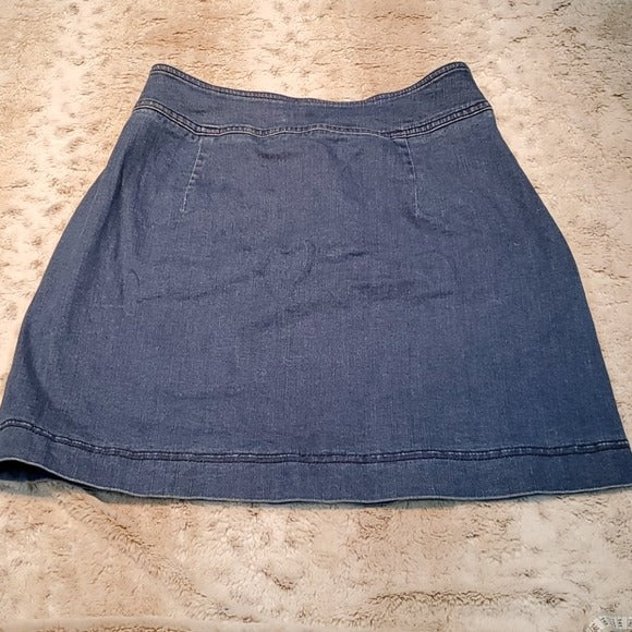 Club Monaco Blue Jean Skirt With Black Buttons Size 4