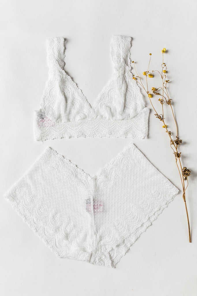 White Belle Lace Tiger Lily Set