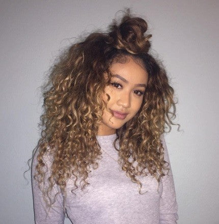 Half bun hairstyle for curly hair. Image source: Instagram @jackiexsieng