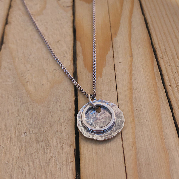 Silver Hammered Disc Necklace | 18