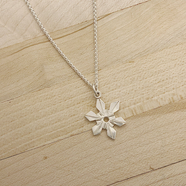 Snowflake Necklace | 18