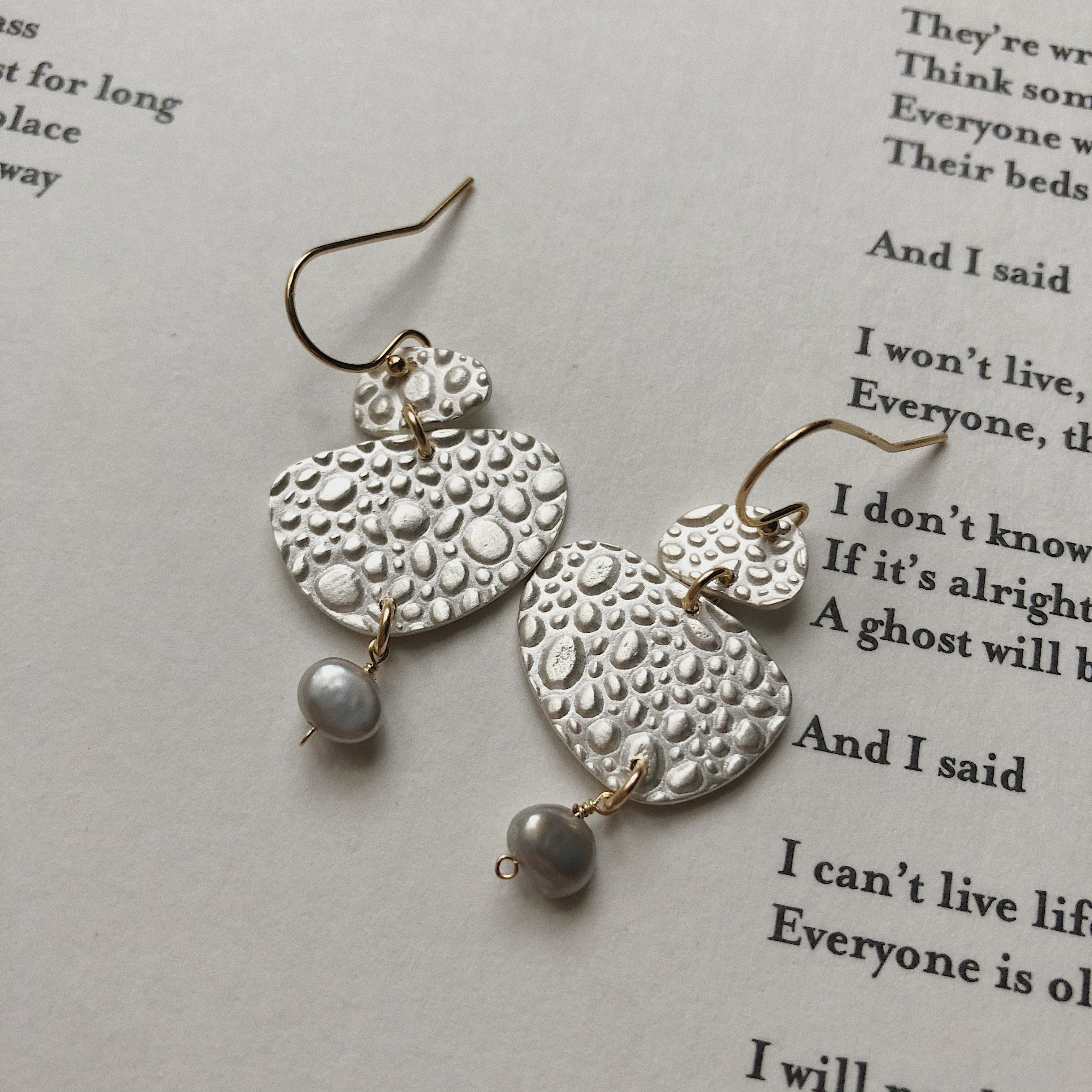 Pebble Stack Earring w Pearl