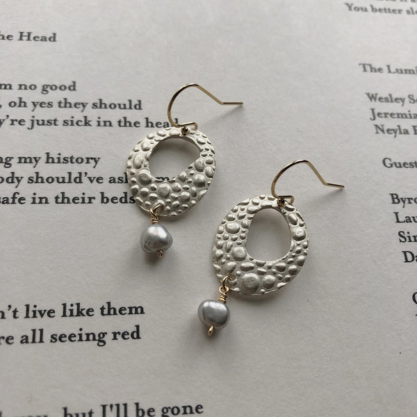 Pebble Textured Drop Earring w Pearl