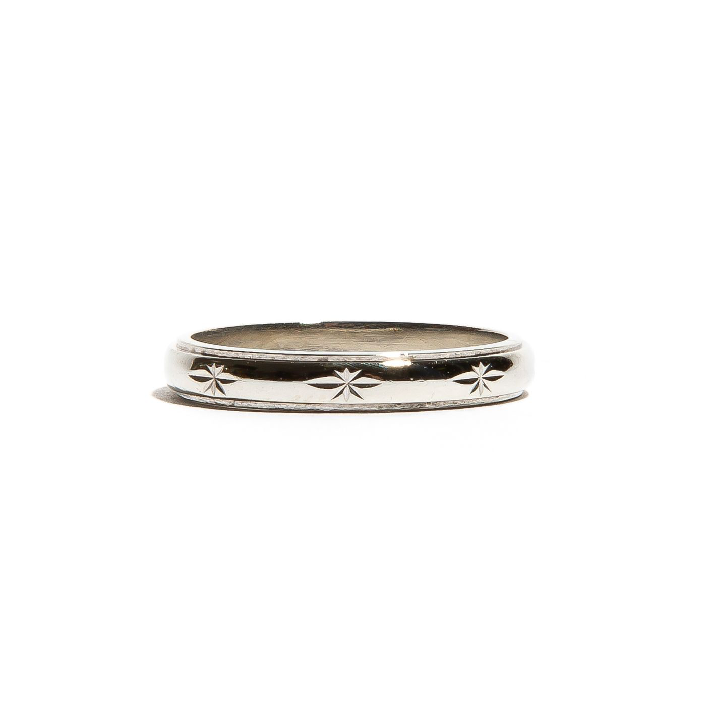 AGATHA: White Gold Star Engraved Band