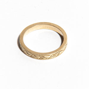 DOROTHY: Yellow Gold Hand Engraved Art Deco Band