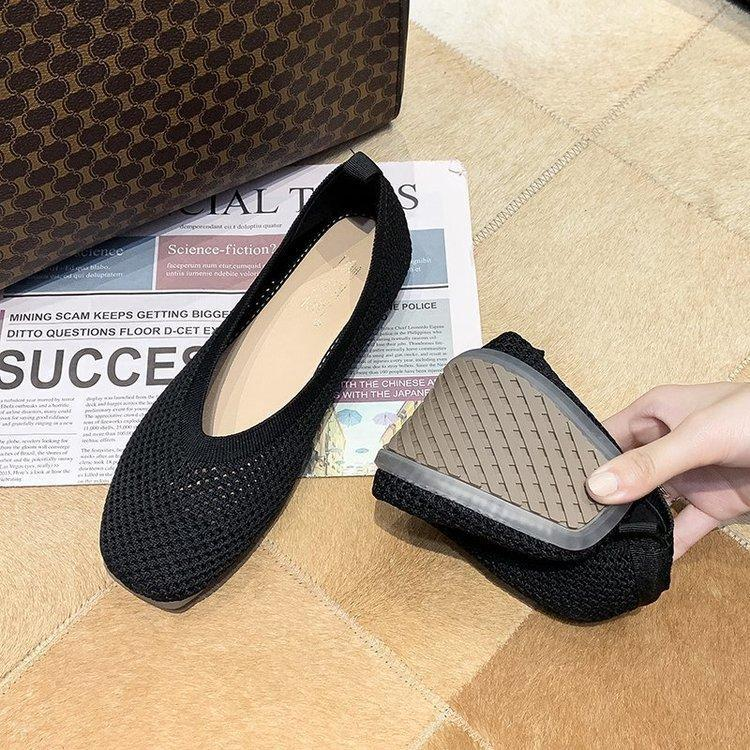 Mesh and breathable flat knit shoes