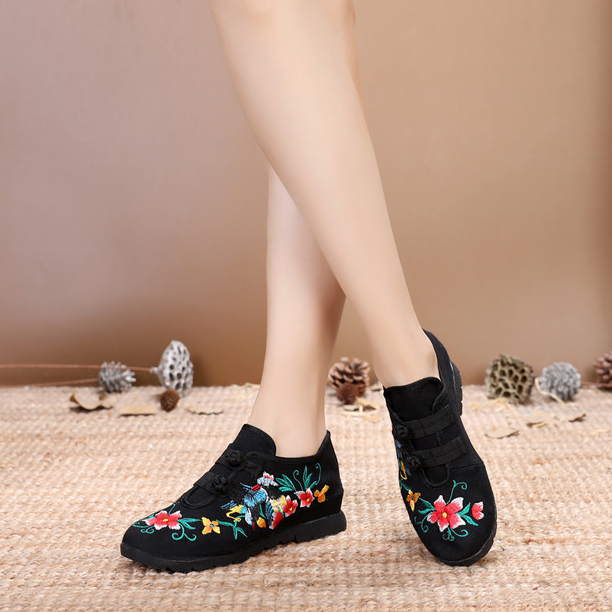 Women's  Ethnic Style Embroidered Buckle Casual Shoes