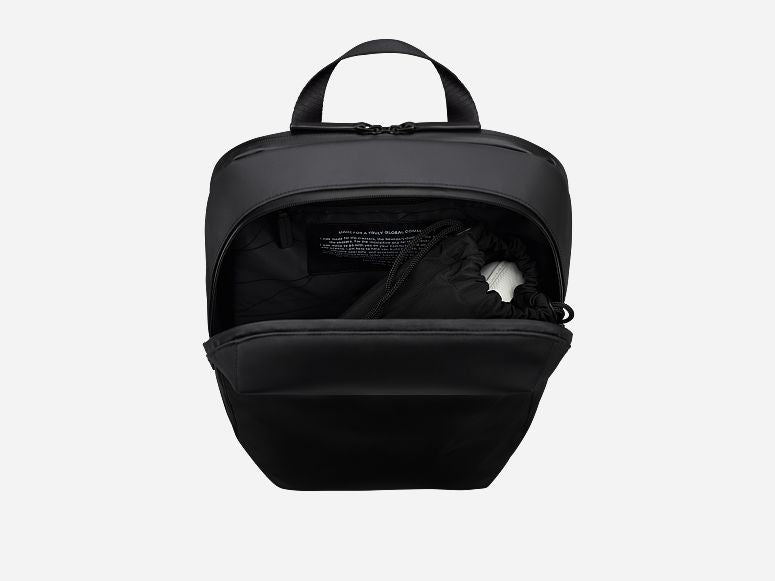 Gion Backpack M Svart