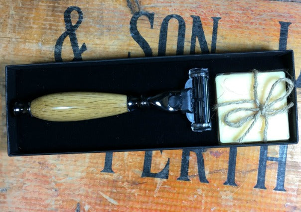 Oak Whisky Cask Razor by The Highland Pen Company