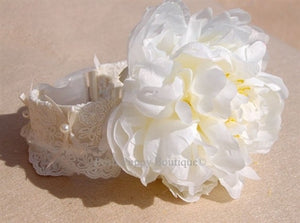 Couture Large White Flower Collar- Ivory Lace