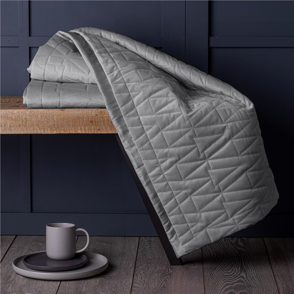 Geometric Quilted Mink Velvet Super Soft Bed Throw Blanket 150 cm x 200 cm
