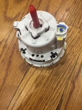 Load image into Gallery viewer, WHIRLPOOL KENMORE WASHER PRESSURE SWITCH 3952466 | ZG 35