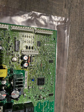 Load image into Gallery viewer, GE REFRIGERATOR CONTROL BOARD 200D2261G008 Box 31