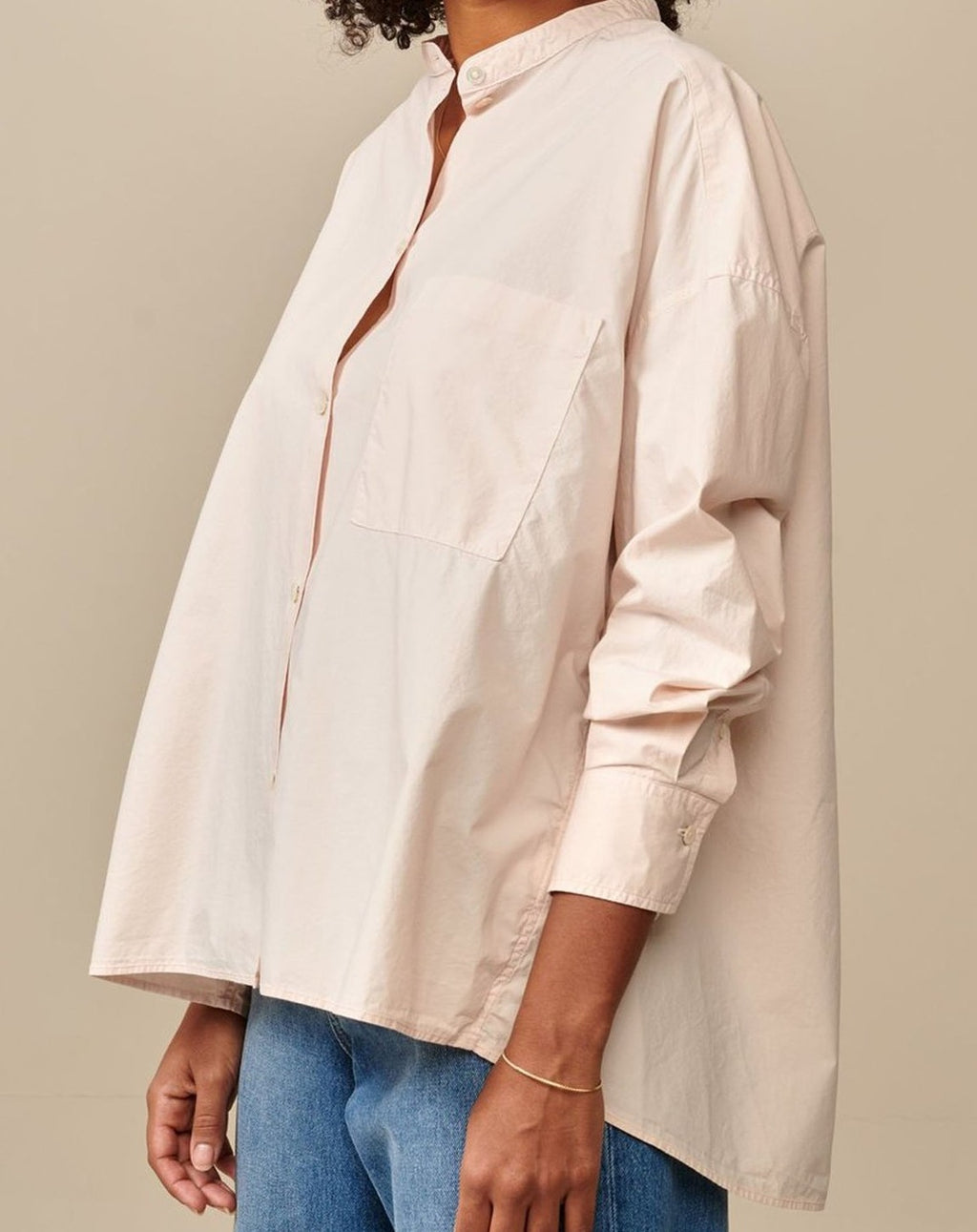 Classic and oversized. The Gorky is the key to a modern and minimalist look. Dropped shoulders, patch front pocket, curved hem longer in the back. This blush pink version will brighten up a classic outfit. Wear it loose over a pair of skinny jeans or play with its volume and tuck it inside any high waist garment you own.