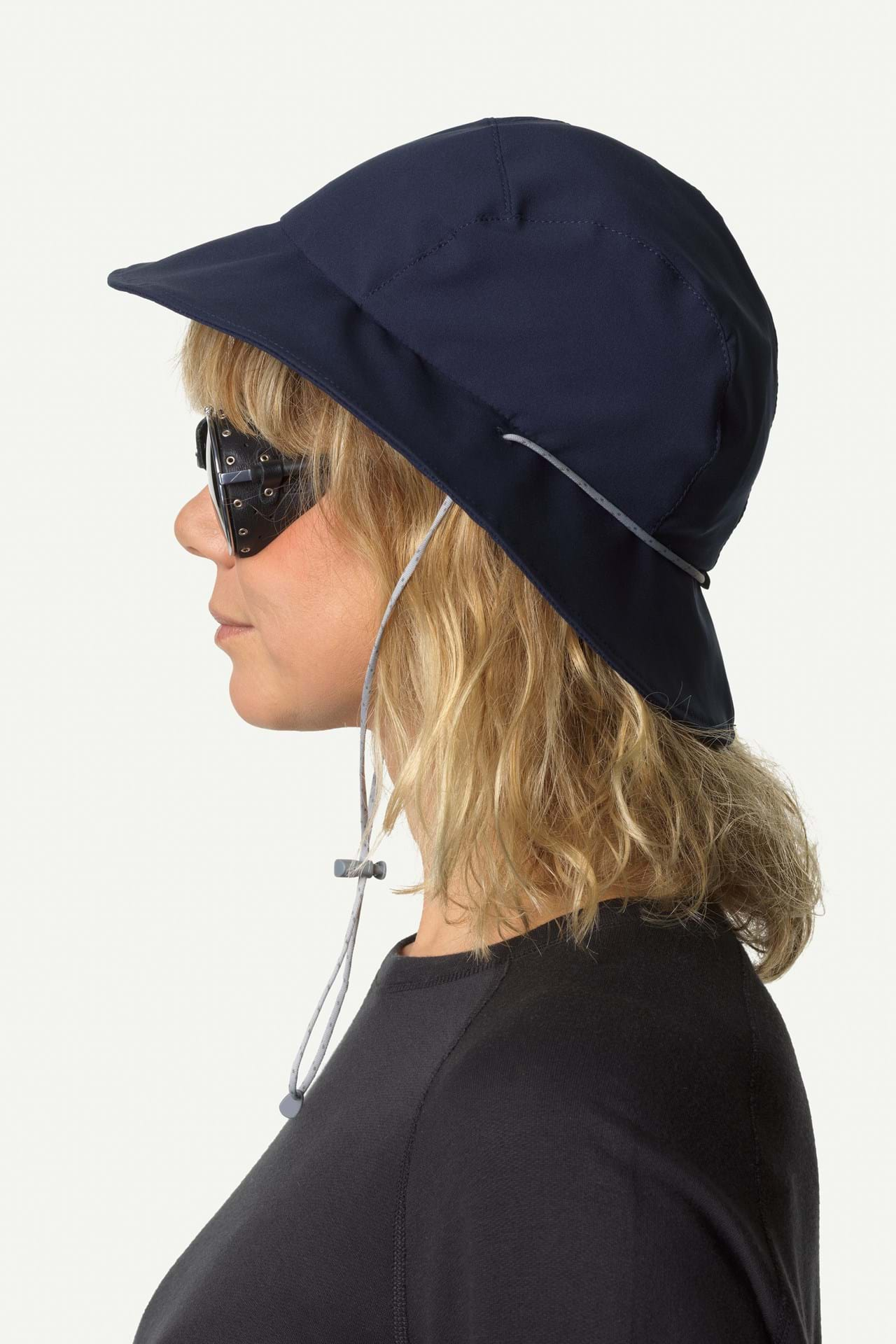 Classic sunhat in a quick-drying and highly breathable polyester fabric. Light and cool hat, perfect for travelling in hot climates. Gone Fishing Hat is great for kayaking, beach volleyball and other activities in the gazing sun. It's the perfect cross breed between classic style and progressive materials.