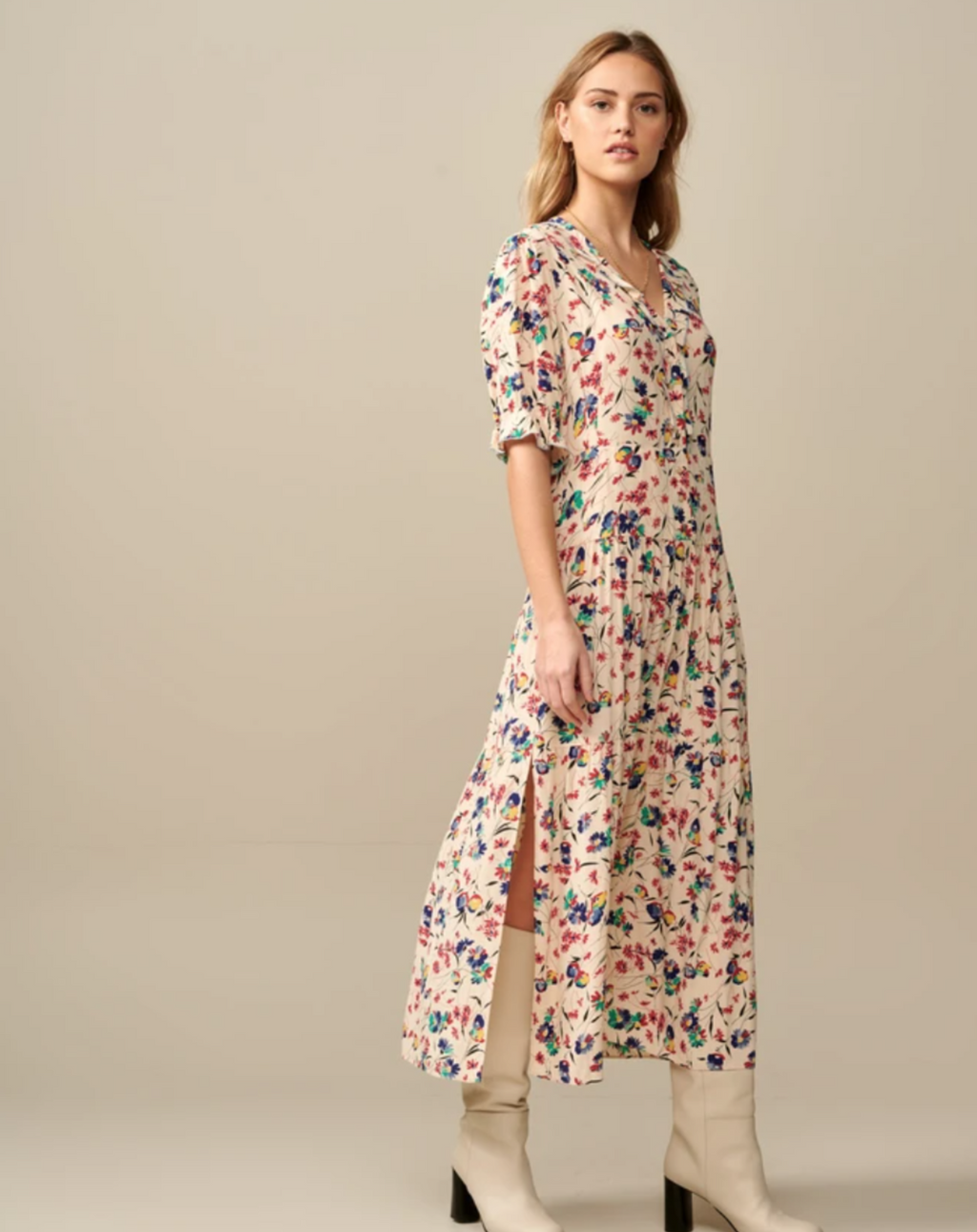 Bright with Bohemian vibes. A long dress with a colorful floral pattern that can take you all the way through summer! Elegant V neck with discreet frills, puffed elbow length sleeves and cinched waist finished with a paneled skirt that will graze at your ankles. Wear it with a pair of strappy sandals and a wicker basket and voilà!- 100% Viscose.