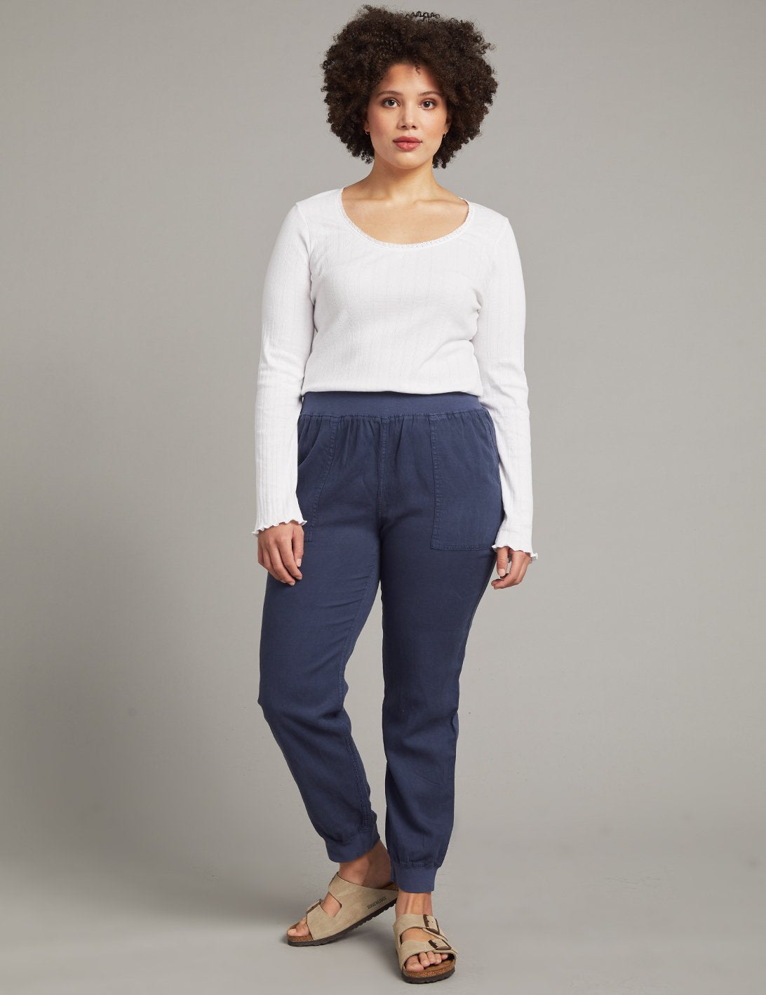 A tried-and-true Faherty favorite. These elevated joggers feature all the classic details — a slim, relaxed fit, comfortable pull-on waistband and knit cuffs, and casual drape. But the real star is the fabric: crafted from a soft, just-stretchy-enough blend of linen, cotton, and other fibers and then specially dyed and washed for a vintage-inspired, lived-in look.