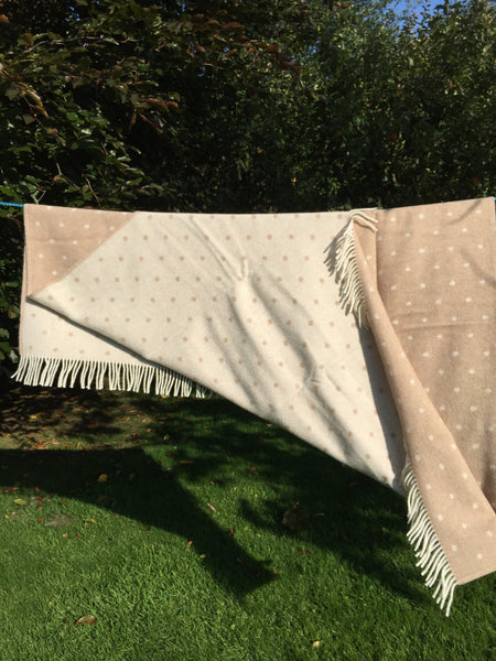 Spotty 100 % Lambs Wool Throw