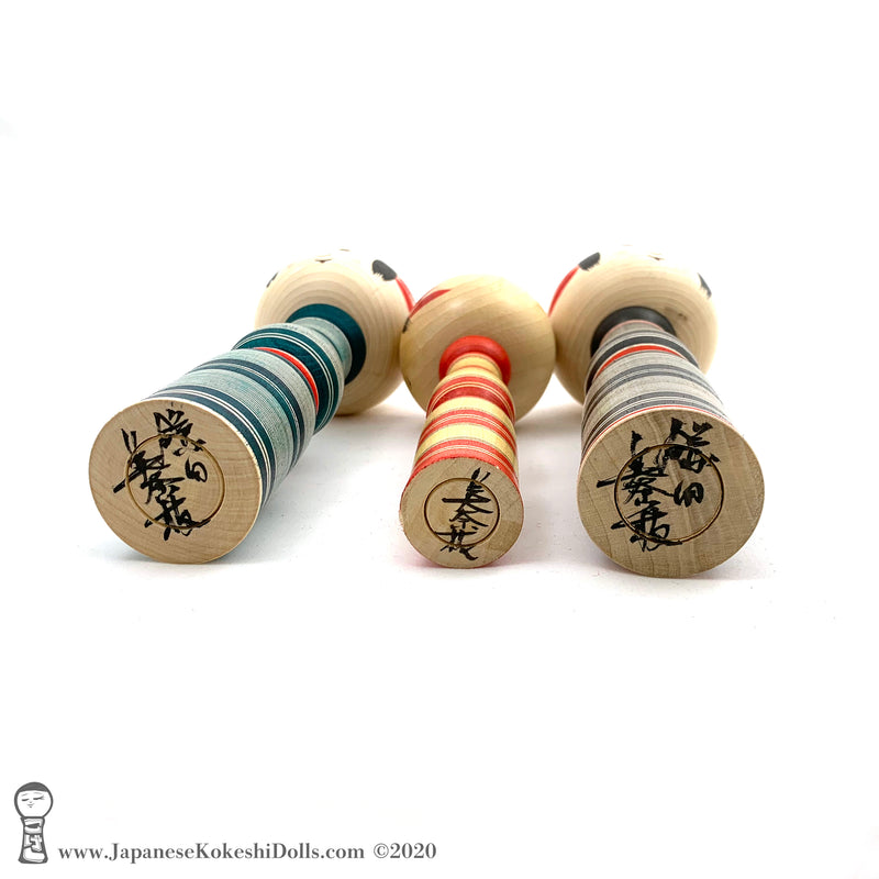 A photo showing the signature of kokeshi artist.  Kamata minae. SUB-CATEGORIES: Award-winning Artisan / Famous Artisan,Yajiro Kokeshi