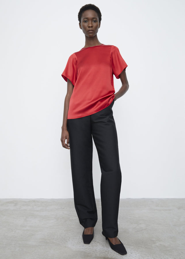 Curved seam silk tee red ribbon