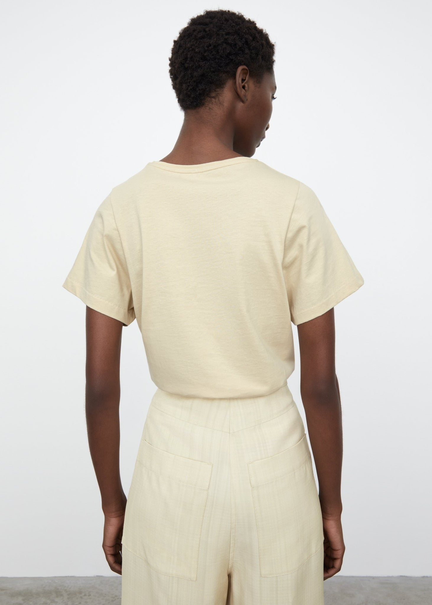 Curved seam tee champagne