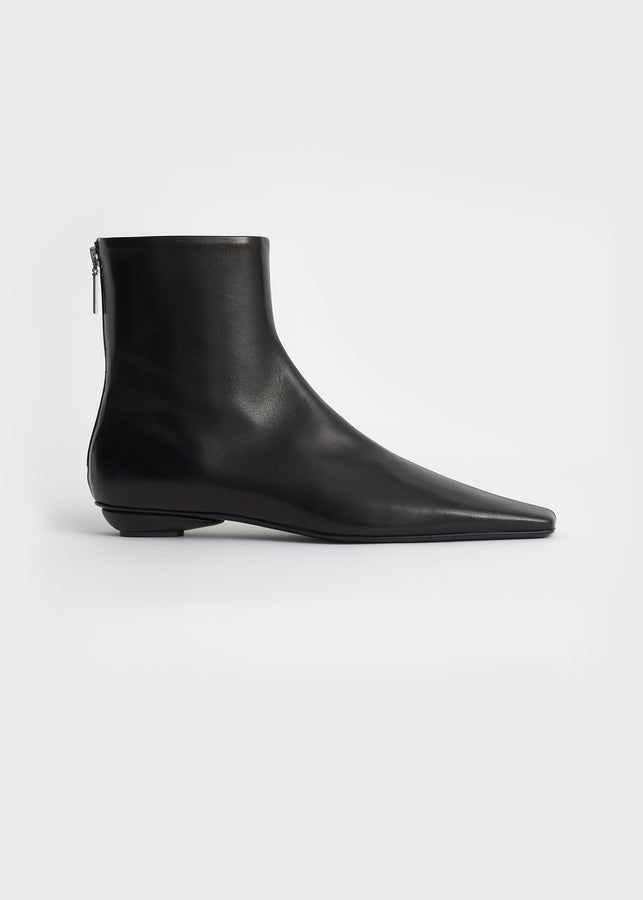 The Flat Boot black