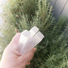 Load image into Gallery viewer, 4 inch white Selenite wand